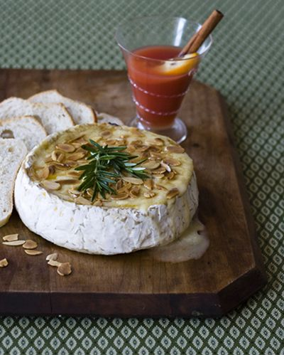 baked brie, rosemary, honey and toasted almonds. via jewelsofnyc.com