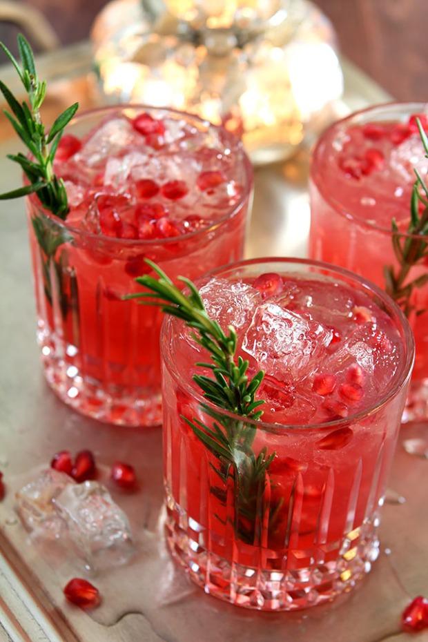 pomegranate-rosemary-gin-fizz